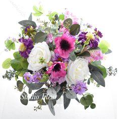ピンクのアネモネと白いバラのナチュラルクラッチブーケ Silk Flower Bouquets, Silk Flowers, Floral Wreath, Wreaths, Decor, Flowers, Decoration, Door Wreaths, Dekoration