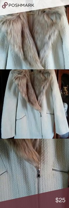 GORGEOUS faux fur collar coat  absolutely beautiful!  Wore once!  Beautiful silver zipper n zippered pockets!  Stylish and warm!!! ⭐ Forever 21 Jackets & Coats Pea Coats