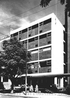 Clinica San Luis by Mario Roberto Alvarez