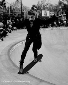 Christoph Waltz skateboarding : congrats on your second oscar!!