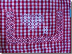 broderie_suisse_tablier Hardanger Embroidery, Ribbon Embroidery, Cross Stitch Embroidery, Embroidery Patterns, Chicken Scratch Embroidery, Gingham Fabric, Labor, Knitting Charts, Diy Arts And Crafts