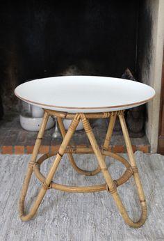 Nouveaux fauteuils en rotin chinés | Poligom Steel Furniture, Kids Furniture, Furniture Design, Outdoor Furniture, Rattan Basket, Wicker, Rattan Coffee Table, Table Haute, Wooden Projects