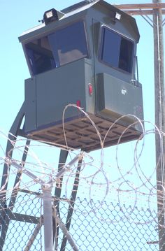 Guantanamo_guard_tower_-_new,_AC.jpg (1312×2000)