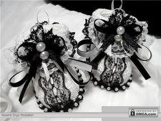 Siyah beyaz süslü örgü bebek patikleri
