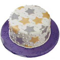 Get Star Struck Cake - Let your fondant stars shine with brushstrokes of silver and gold Pearl Dust. This easy decorating touch creates a cake with all the glamour you want for showers, birthdays and New Year celebrations—and it's carried by a fondant-covered board with the sensational texture of our Star Power Imprint Mat.