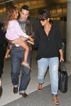 Pregnant Halle Berry and her entourage depart from L.A.