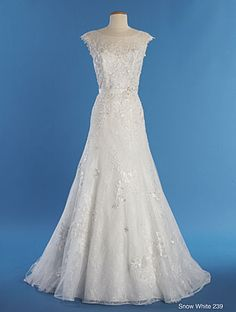 "New ""Snow White"" Disney dress by Alfred Angelo - Very elegant - Style 239 from Disney Fairy Tale Bridal - Detail"