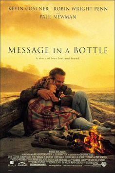 Mensaje en una botella, 1999. Durante un paseo por la playa, una periodista encuentra una botella con una carta de amor en su interior. Intrigada, decide buscar a su autor, un marinero viudo que intenta superar la pérdida de su mujer.