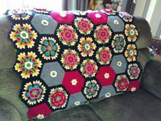 Frida's Flowers Blanket CAL 2016 ... Variation ... Crochet Home, Love Crochet, Crochet Granny, Crochet Flowers, Knit Crochet, Freida Kahlo, African Flowers, Crochet Projects, Cal 2016