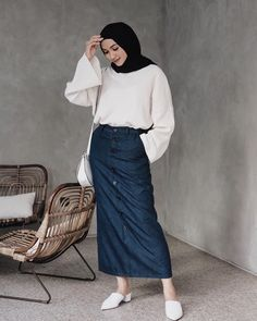 bowling outfit date Modern Hijab Fashion, Muslim Fashion, Denim Fashion, Korean Fashion, Fashion Outfits, Stylish Hijab, Casual Hijab Outfit, Hijab Chic, Hijab Gown