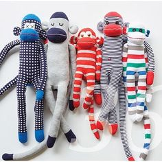 A pattern and detailed sewing instructions for sock animals. DIY instructions as an e-book Knitting Kits, Knitting Stitches, Knitting Patterns, Pattern Sewing, Monkey Doll, Sock Crafts, Sock Dolls, Sock Animals, Baby Sweaters