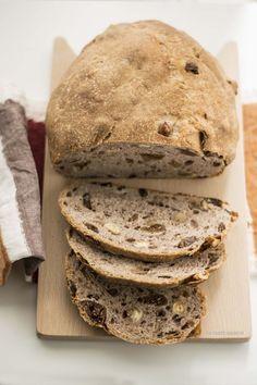 Sweet Bread with Wine & Dried Fruit Sourdough Bun Recipe, Best Bread Recipe, Bread Recipes, Baking Recipes, Hard Bread, Japanese Bread, Torte Cake, Italy Food, Sweet Bread