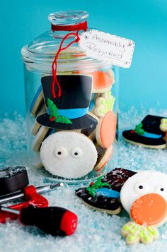 How to Make Simple Snowman Cookies that Need Help by www.thebearfootbaker.com