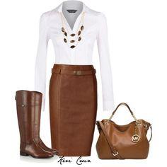 Las botas pueden combinarse perfectamente con faltas o vestidos y lucir formales. Solo cuida que tus botas no estén desgastadas o sucias. Y como las botas serán el centro de atención, una clásica blusa blanca es el complemento ideal.