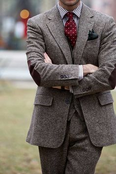 A history of tweed. Includes a guide on various tweed patterns, including Irish tweed, harris tweed, style tips with a tweed jacket. Tweed Suits, Mens Suits, Tweed Men, Harris Tweed Suit, Brown Tweed Suit, Tweed Groom, Gentleman Mode, Gentleman Style, Suit Fashion