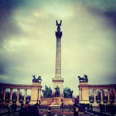 Hősök Tere | Heroes Square itt: Budapest, Budapest