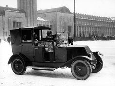 Renault-taksi Rautatientorilla 1926.