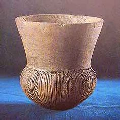 Trechterbeker these they found around the dolmens. The pot was found in soil at Hooghalen, 10 km south of Assen. Ceramic Clay, Ceramic Pottery, African Pottery, Old Pottery, Coil Pots, Stone Sculpture, Bronze Age, Ancient Art, Archaeology