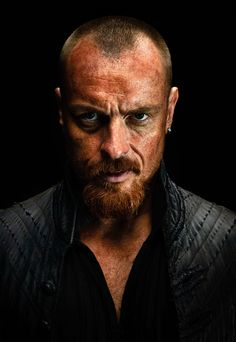 Black Sails - Christina talks with Toby Stephens about his role as Captain Flint in Black Sails Season Blackbeard's return to Nassau, and bigger action sequences. Captain Flint, Guardians Of The Galaxy, Tarzan And Jane Costumes, Flint Black Sails, Overwatch Symmetra, Javier Rodriguez, Charles Vane, Phantom Comics, Toby Stephens
