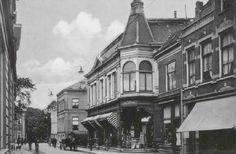 Nederland, Enschede, Het pand van Helmich van Heek dat in 1907 is gesloopt in verband met de aanleg van de Brammelerstraat staat er al niet meer, wel staan daar nog wat bomen. schat dus dat foto van 1907 is.