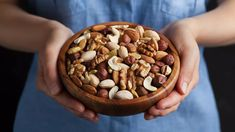 Ořechy. Jak vyrobit ořechové mléko, máslo nebo mouku? Jednoduše! Best Low Carb Snacks, Keto Snacks, Low Carb Recipes, Snacks List, Whole Foods, Whole Food Recipes, Most Nutritious Foods, Healthy Fats, Keto Regime