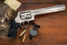 Smith and Wesson 500 biggest hand gun on the market I WANT one