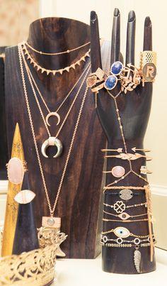 O Closet da Rosie Huntington-Whiteley - Fashionismo Rosie Huntington Whiteley, Statement Jewelry, Boho Jewelry, Jewelry Accessories, Fashion Jewelry, Hang Jewelry, Jewelry Ideas, Vintage Jewelry, Jewellery Storage