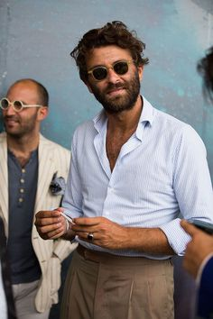 Street Looks by Pitti Uomo Menswear Tradeshow Spring / Summer .- Street Looks von Pitti Uomo Menswear Tradeshow Frühjahr / Sommer 2016 in Floren… Street Looks by Pitti Uomo Menswear Tradeshow Spring / Summer 2016 in Florence – Fashion Week Hommes, La Fashion Week, Street Fashion, Gentleman Mode, Gentleman Style, Moda Men, Street Style Outfits, Herren Style, Ray Ban Men