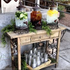 25 Creative Outdoor Wedding Drink Station and Bar Ideas - EmmaLovesWeddings - Bar Drinks, Non Alcoholic Drinks, Drink Bar, Drink Stand, Fruit Drinks, Deco Buffet, Buffet Hutch, Diy Cooler, Cooler Cart