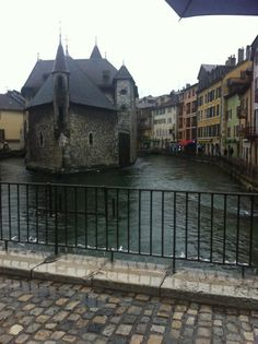 #Annecy #France #travel #wanderlust #skiing Annecy France, France Travel, Travel Inspiration, Skiing, Wanderlust, Mansions, House Styles, Ski, Mansion Houses