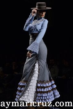 Margarita Freire 2014 ** This is Gorgeous! Spanish Dress, Spanish Girls, Flamenco Costume, Flamenco Dancers, Mexican Fashion, Spanish Fashion, Mode Outfits, Chic Outfits, Denim Wedding Dresses
