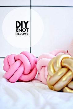 DIY Knot Pillow Tutorial.Make this DIY Turk's Head Knot Pillow out of tube of…