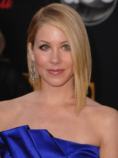 Christina Applegate in a long, side-parted, asymmetrical bob Bob Hairstyles For Fine Hair, Layered Bob Hairstyles, Celebrity Hairstyles, Cool Hairstyles, Hairstyles Pictures, Cute Bob Haircuts, Haircut Bob, Celebrity Bobs, Christina Applegate