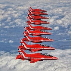 Jet Fighter Pilot, Air Fighter, Fighter Jets, Red Arrow Plane, Raf Red Arrows, Military Jets, Military Aircraft, Jet Plane, Royal Air Force