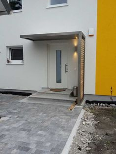 Vordach sibirische Lärche The Effective Pictures We Offer You About canopy architecture A quality picture can tell you many things. House Front Door, Entrance Porch, House Entrance, Modern House Exterior, Door Awnings, Modern Entrance Door, Building A Porch, Porch Design, House Exterior