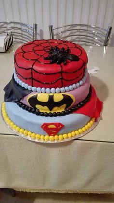 Σούπερ ήρωες με ζαχαρόπαστα Cake, Desserts, Food, Pie Cake, Tailgate Desserts, Pastel, Meal, Cakes, Deserts