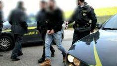 Napoli, blitz contro banda di falsari: 8 arresti. Sono di Marano, Giugliano, Casoria e Torre. I NOMI a cura di Redazione - http://www.vivicasagiove.it/notizie/napoli-blitz-banda-falsari-8-arresti-marano-giugliano-casoria-torre-nomi/