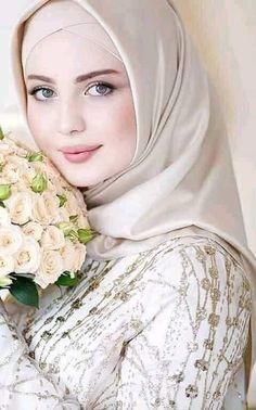 image découverte par null null. Découvrez (et enregistrez !) vos images et vidéos sur We Heart It Beautiful Girl Image, Beautiful Hijab, Beautiful Eyes, Beautiful Pictures, Modest Fashion Hijab, Street Hijab Fashion, Stylish Girls Photos, Stylish Girl Pic, Latest Dress Design