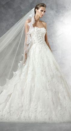 Love the edging on the veils.  Pronovias 2016 Wedding Dress