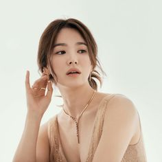 "SongHyeKyo Indonesia on Twitter: ""[New] #SongHyeKyo  IG updated . .@kyo1122 #Chaumet… "" Song Hye Kyo, Chaumet, Hyun Bin, Top 5, Grow Out, Korean Celebrities, Real Beauty, Korean Actresses, Marchesa"