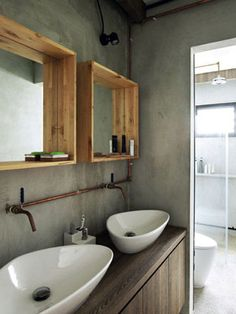 The exposed copper of the pipes and the wood-framed mirrors give a raw and natural feel to the master bathroom - Amazing House Design Natural Bathroom, Small Bathroom, Master Bathroom, White Bathrooms, Modern Bathrooms, Rustic Bathrooms, Bathroom Mirror Design, Bathroom Renos, Bathroom Designs