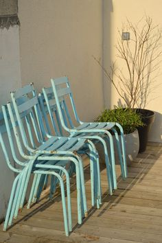 Chaises turquoise http://le-beau-est-mien.blogspot.fr