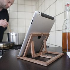 OOMS iPad stand