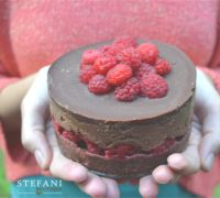 tort-raw-vegan-zmeura Raw Chocolate, Raw Vegan, Raw Food Recipes, Raspberry, Cheesecake, Boutique, Fruit, Desserts, Foods