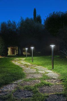 #IluminaciónExterior de la mano de nuestra firma @iguzzini en una villa privada en Recanati, Italia   Fotografía de Cristian Fattinnanzi