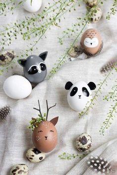 Nog op zoek naar een leuke knutselactiviteit voor in de paasvakantie? Versier dan gewoon eens zelf je paaseieren. Blaas de eieren leeg en gebruik acrylverf of speciale eierverf om van de eieren mooie kunstwerkjes te maken. Ga voor eenvoudige stipjes of streepjes, of maak er een leuke panda van! Egg Crafts, Easter Crafts, Easter Ideas, Easter Decor, Easter Centerpiece, Bunny Crafts, Wood Crafts, Easter Egg Designs, Yarn Crafts