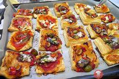 Rýchle pizza koláčiky z lístkového cesta 2 Bruschetta, Vegetable Pizza, Quiche, Vegetables, Ethnic Recipes, Food, Hampers, Vegetable Recipes, Eten