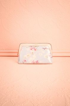 Blossom #boutique1861 / This small makeup bag from Ted Baker is perfect for carrying your makeup in style. The rose gold zipper closure keeps everything safely tucked away, while the floral pattern and pastel colours will brighten your day.