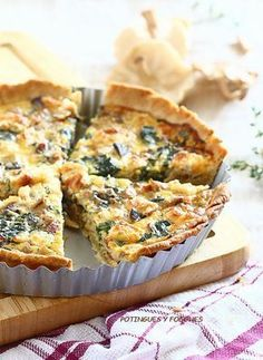 Spinach Mushroom and Cheese Quiche. Spinach mushroom and goat cheese Quiche. Quiches, Brunch Recipes, Breakfast Recipes, Breakfast Quiche, Empanadas, Goat Cheese Quiche, Goat Cheese Recipes, Good Food, Yummy Food