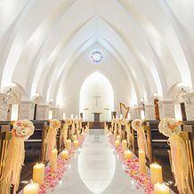 アンフェリシオン:真っ白なチャペル、リニューアルの2会場必見!花嫁が輝く美しいステージで夢の一日を